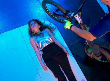 Marta Márquez se convierte en un obstáculo difícil de saltar para el campeón mundial de trial, Xavi Casas