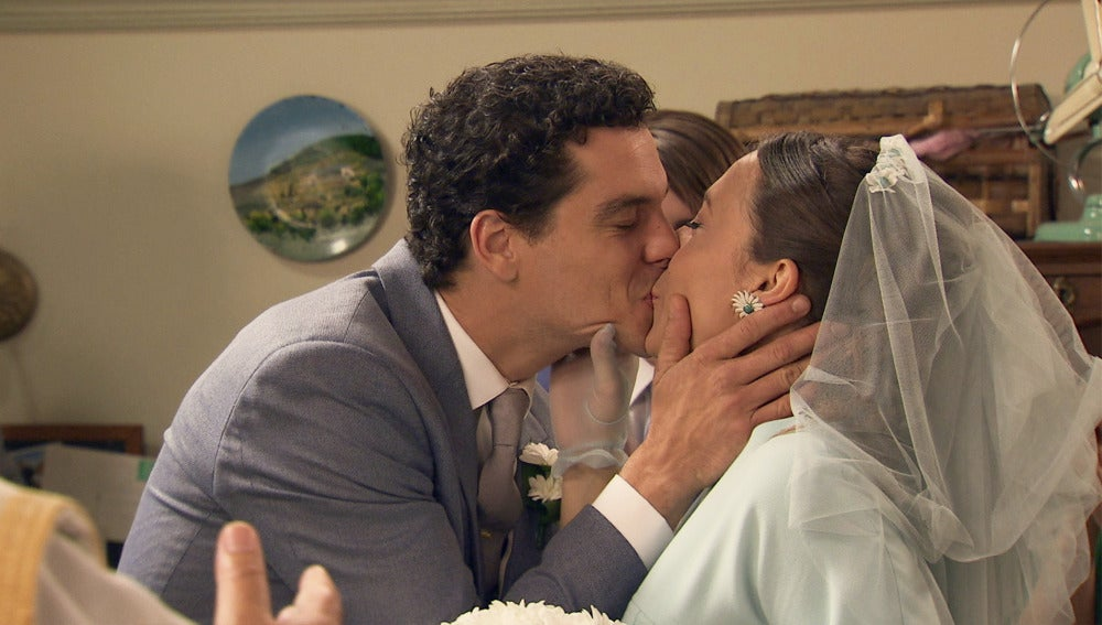 Una fugaz y discreta boda entre Alba y Rafael