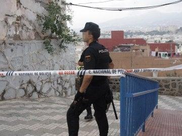 Efectivos de la Policía Nacional durante el registro del miércoles