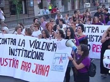 Miles de personas se manifiestan en más de veinte ciudades en apoyo de Juana
