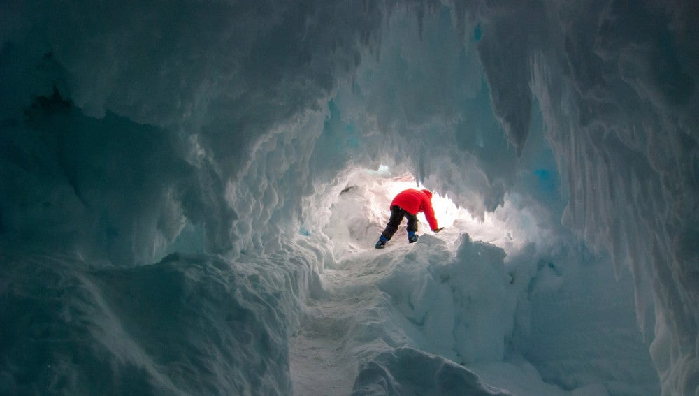 Cueva en la Antártida