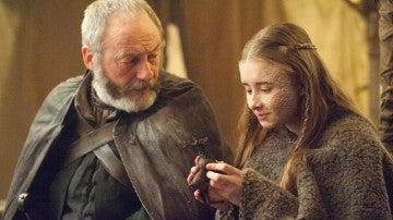Shireen Baratheon y Sir Davos en 'Juego de Tronos'