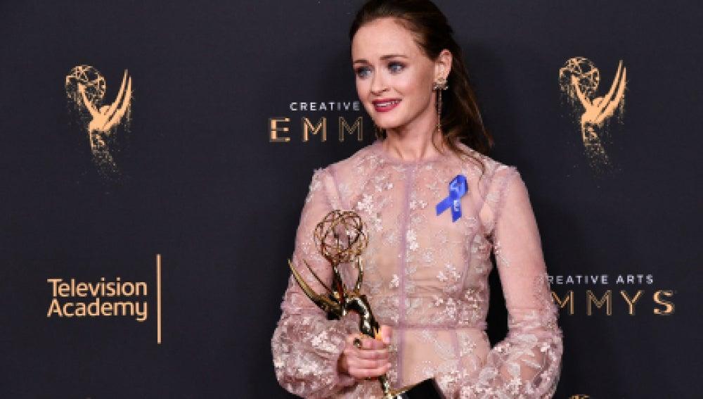 Alexis Bledel con su premio Emmy