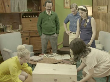 Arturo Valls entrega a la familia Vela Cedena el aparato más deseado de la época