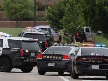 Despliegue policial en otro tiroreo registrado el pasado mes de mato en un colegio en Irving, Texas