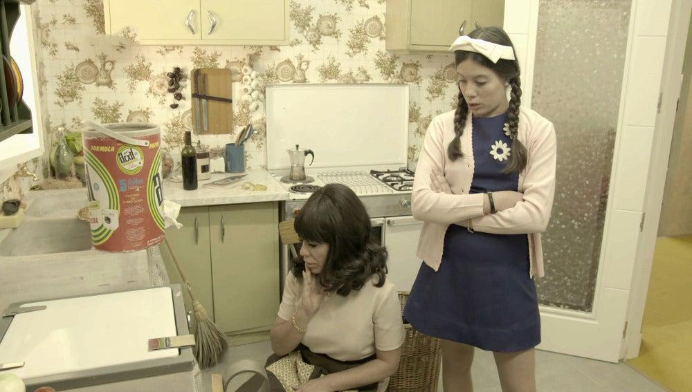 Rosana se enfrenta a un gran reto: poner una lavadora en los 60