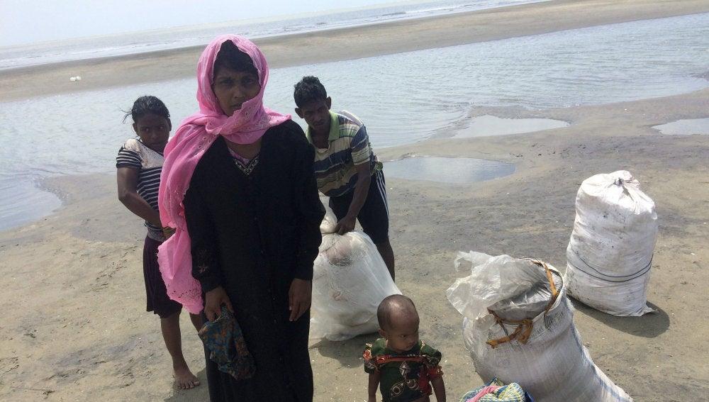 Una familia de refugiados rohinyás