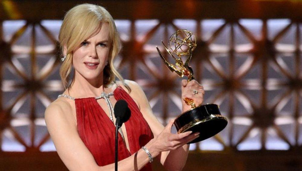Nicole Kidman con su premio Emmy por 'Big Little Lies'