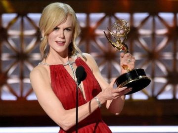 Nicole Kidman con su premio Emmy por 'Big Little Lies'