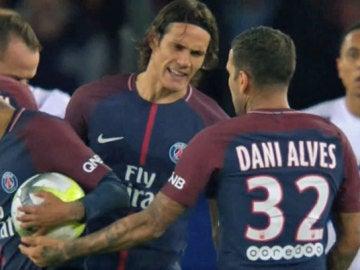 Neymar y Cavani se 'pelearon' por tirar faltas y penaltis