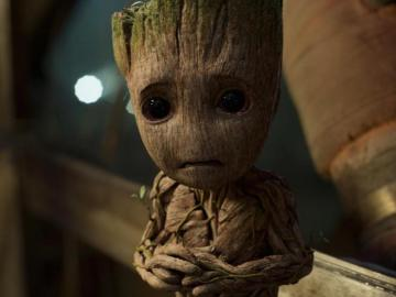 Baby Groot triste