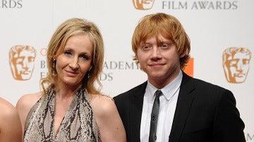 J.K. Rowling y Ron Weasley (Rupert Grint)
