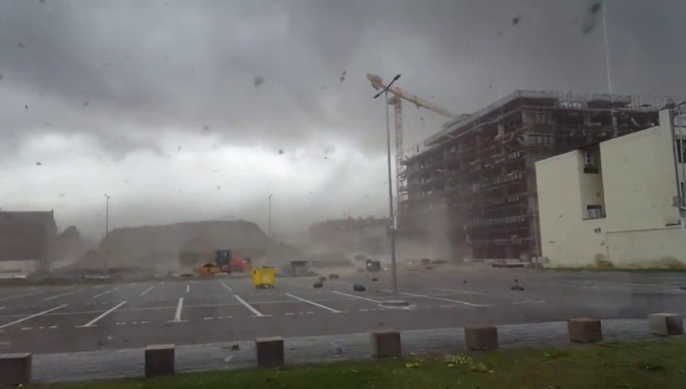 Al menos 8 muertos y 137 heridos en fuerte tormenta en Rumanía