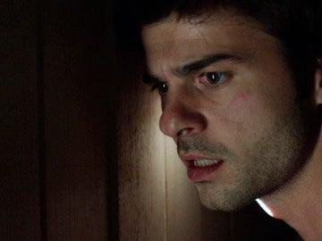 Abel se queda encerrado en el armario pero algo extraño ocurre fuera