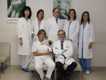 Equipo del Hospital Quirónsalud A Coruña que ha participado en el procedimiento