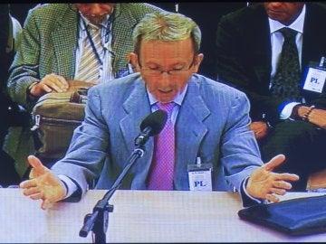 Vista de la pantalla de la sala de prensa de la Audiencia con la comparecencia del expresidente de la entidad Francisco Briones