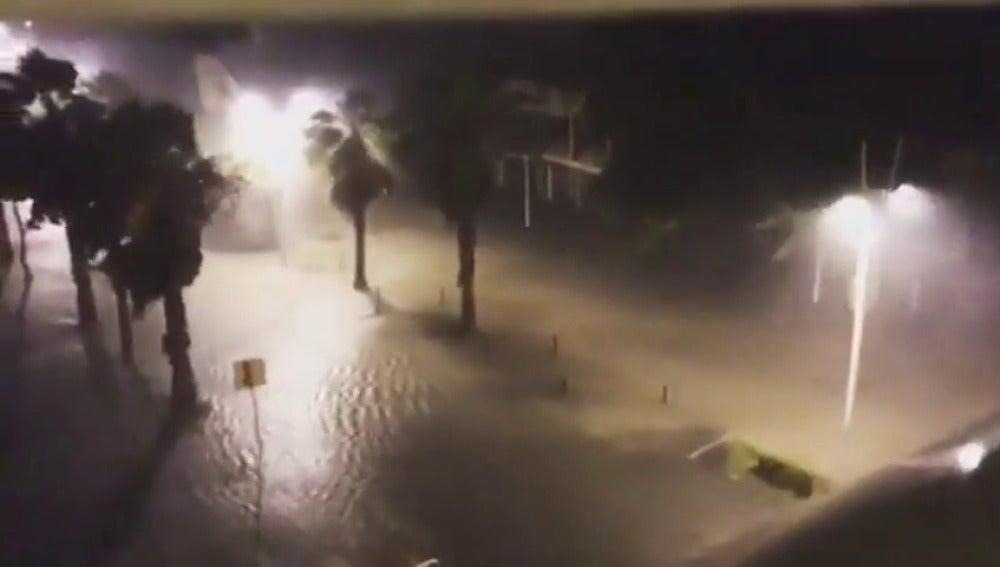 El paso del huracán 'María' por la isla francesa de Martinica deja dos heridos leves y ligeros daños materiales