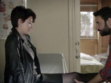 Ana seduce a Pablo en busca de información