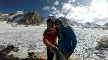 Dos alpinistas canarios han logrado coronar una cima del Himalaya indio.