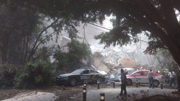 Ruinas y coches destrozados