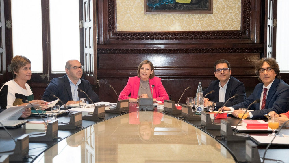 La presidenta del Parlament de Cataluña, Carme Forcadell, preside la Mesa del Parlament