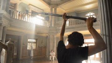 Recorremos el impresionante hall de 'Tiempos de Guerra' de la mano de Carlos Bodelón