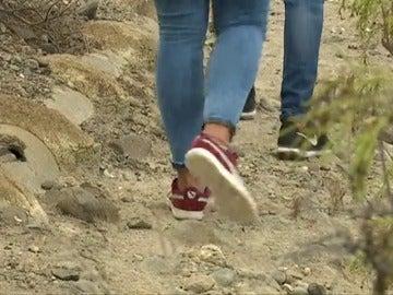 Una juez condena a 19 menores con delitos de violencia doméstica a recorrer a pie un sendero de 45 kilómetros junto a sus padres.