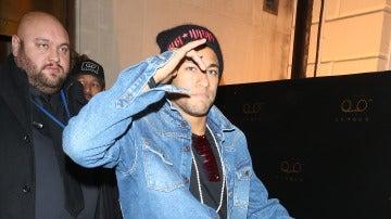 Neymar de fiesta junto a Hamilton tras el desfile de Tommy Hilfiger
