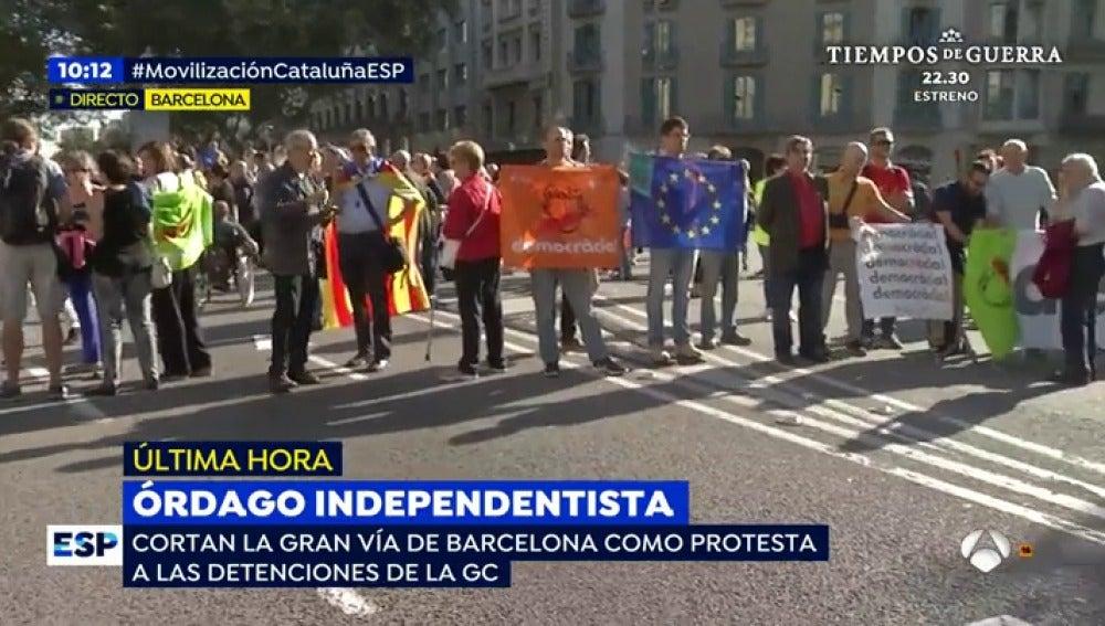 Una concentración frente a la sede de la Consellería de Economía corta la Gran Vía de Barcelona