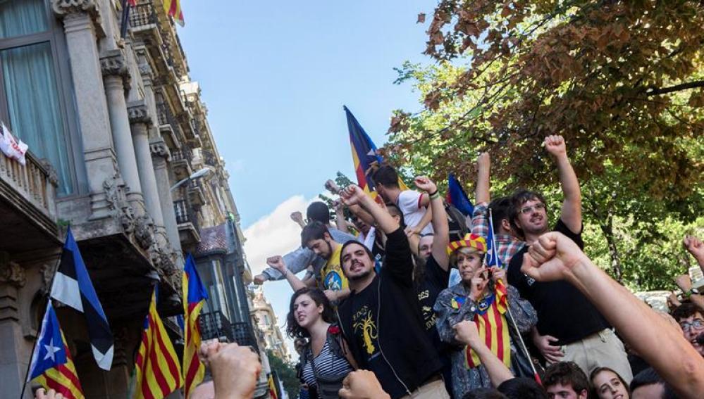 Antena 3 tv las actuaciones de los mossos del 20 de septiembre que han llevado al mayor - Oficina hacienda barcelona ...