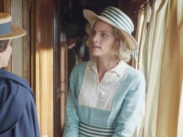Los motivos por los que Julia se empeña en viajar a Melilla como Dama Enfermera