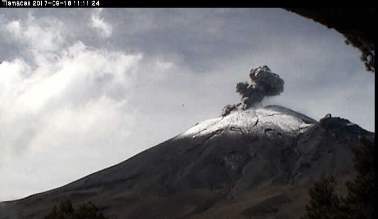 Leve erupción del volcán Popocatépetl