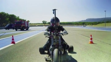 Un triciclo que funciona con agua a presión bate récord de velocidad