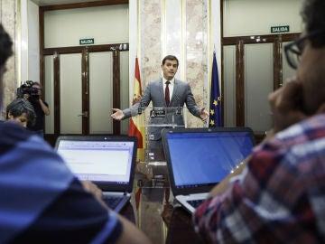 El presidente de Ciudadanos, Albert Rivera, ayer durante una rueda de prensa en el Congreso.