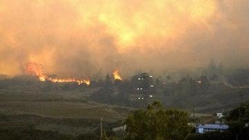Las llamas avanzan sin control en Gran Canaria
