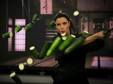 Pilar Rubio, toda una samurái manejando a la perfección una catana