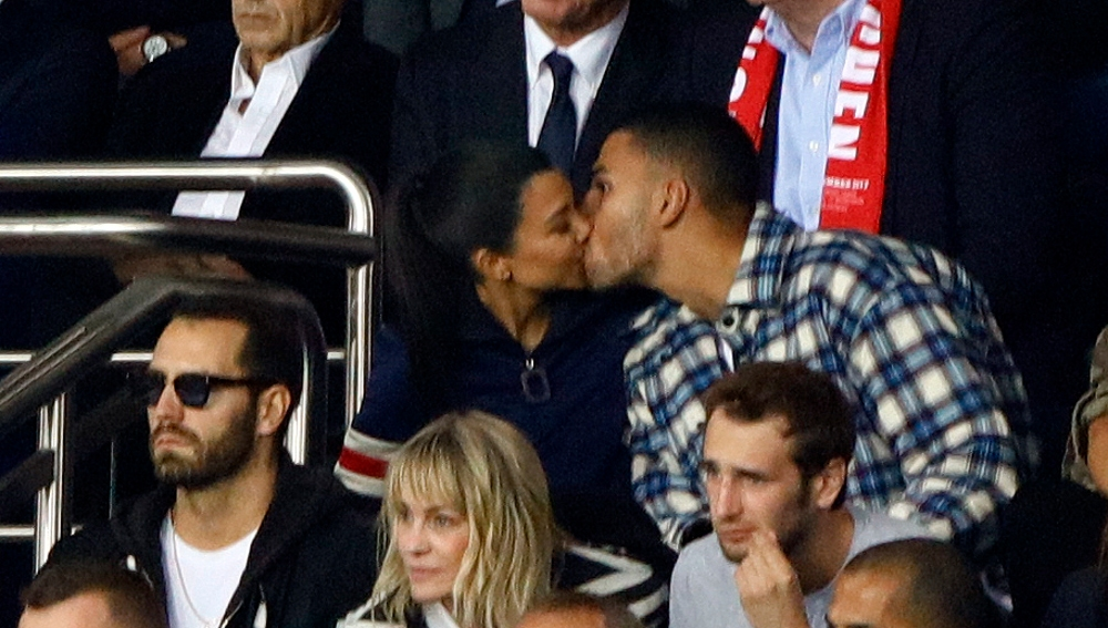 Kourtney Kardashian y Younes Bendjima besándose