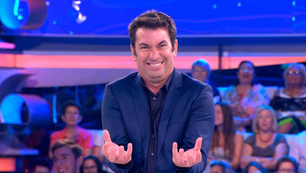 """Arturo Valls contando uno de sus chistes """"malos"""""""