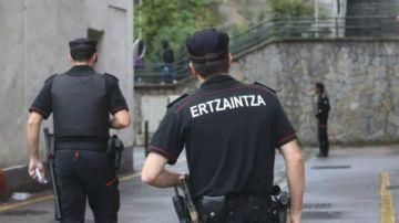 Dos agentes de la Ertzaintza