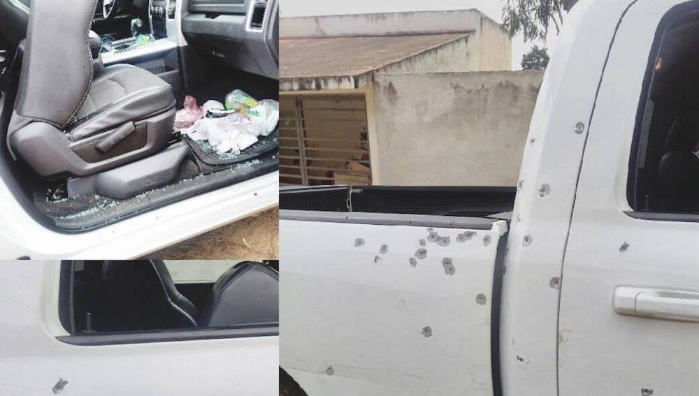 Imagen de uno de los vehículos del grupo de voluntarios asaltado en México