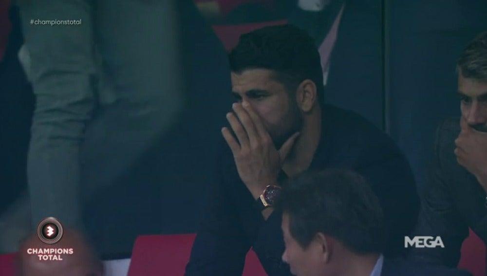 La reacción de Diego Costa en la grada del Metropolitano tras el gol de Batshuayi en el minuto 93