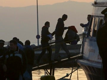 Inmigrantes recatados por una patrullera de Frontex