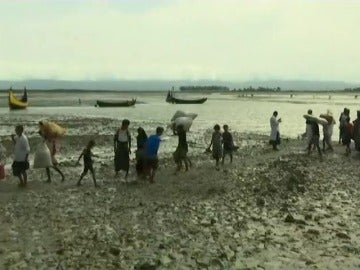 Más de 60 desaparecidos en naufragio de barco con rohinyás