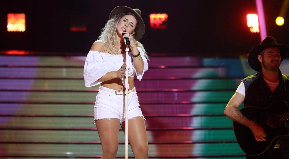Lucía Gil imita a Miley Cyrus
