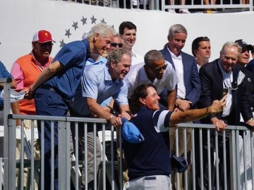 Bush, Obama y Clinton ven golf juntos
