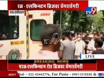 Al menos 22 muertos y numerosos heridos en una estampida en una estación de tren de India