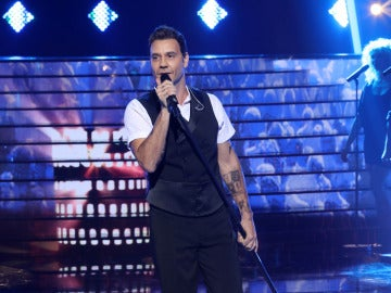 Miquel Fernández imita a Robbie Williams