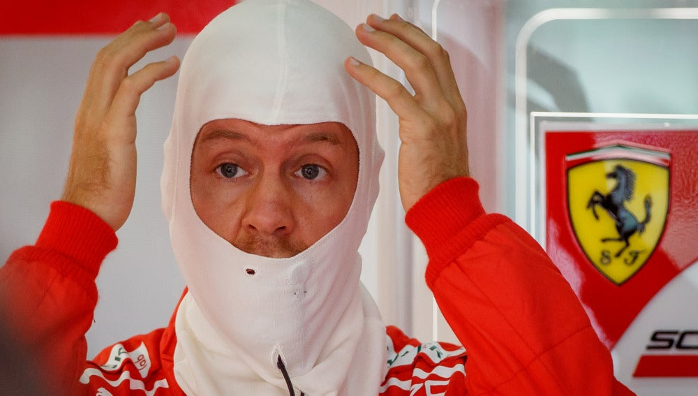 Sebastian Vettel se lleva las manos a la cabeza