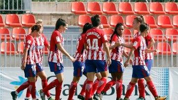 Las jugadoras del Atlético Femenino celebran un gol