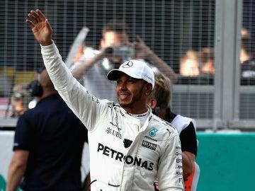 Hamilton saluda a la grada